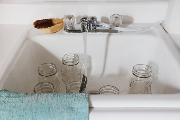 Mason-jars-in-sink