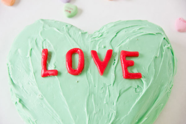 DIY-Conversation-Heart-Cake-11