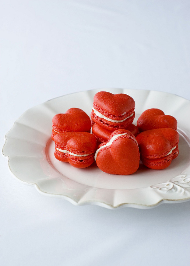 Red-Velvet-Macarons