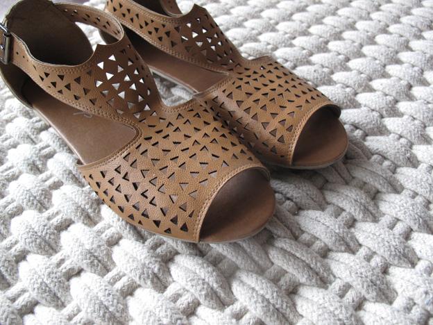 tan-sandals-3