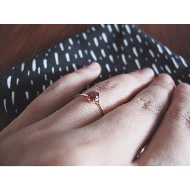 Aaaa I love my new red garnet ring. Thanks @blackbettydesign xxx and @zanaproducts for the background texture :)
