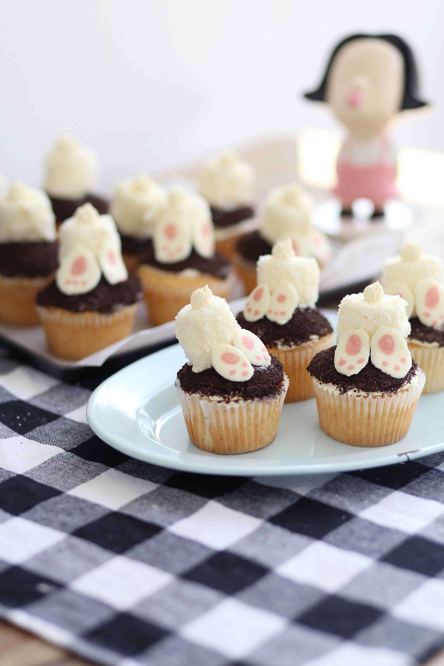 Easter-Bunny-Oreo-cupcakes