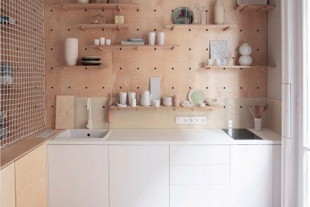 5-small-apartment-wall