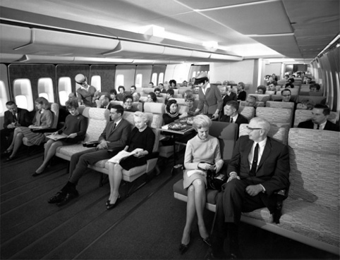 Economy-Class-seating-on-a-Pan-Am-747-in-the-late-1960s-620x475