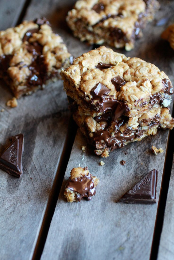Dark-Chocolate-Chunk-Oatmeal-Cookie-Bars