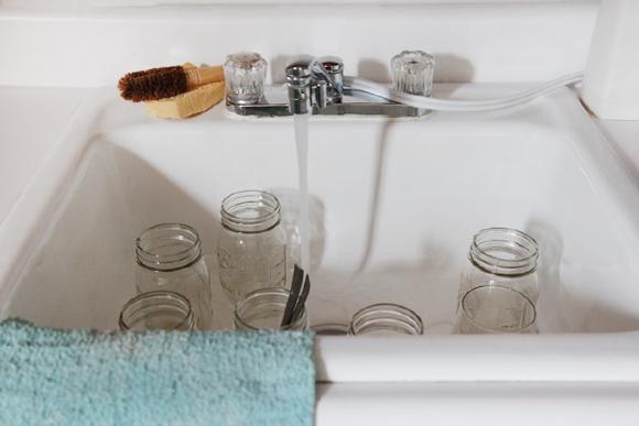 Mason-jars-in-sink