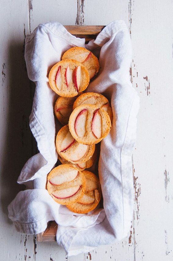 Almond-and-White-Nectarine-Financiers