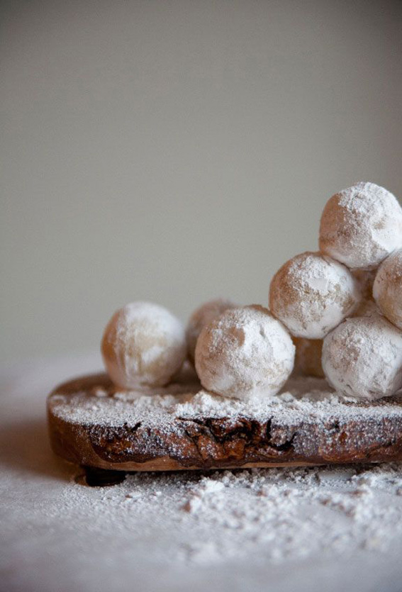 amaretto-snowballs