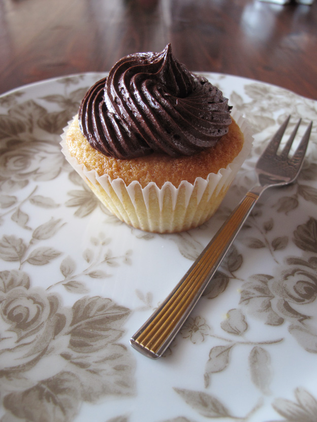 boston-cream-cupcake-5