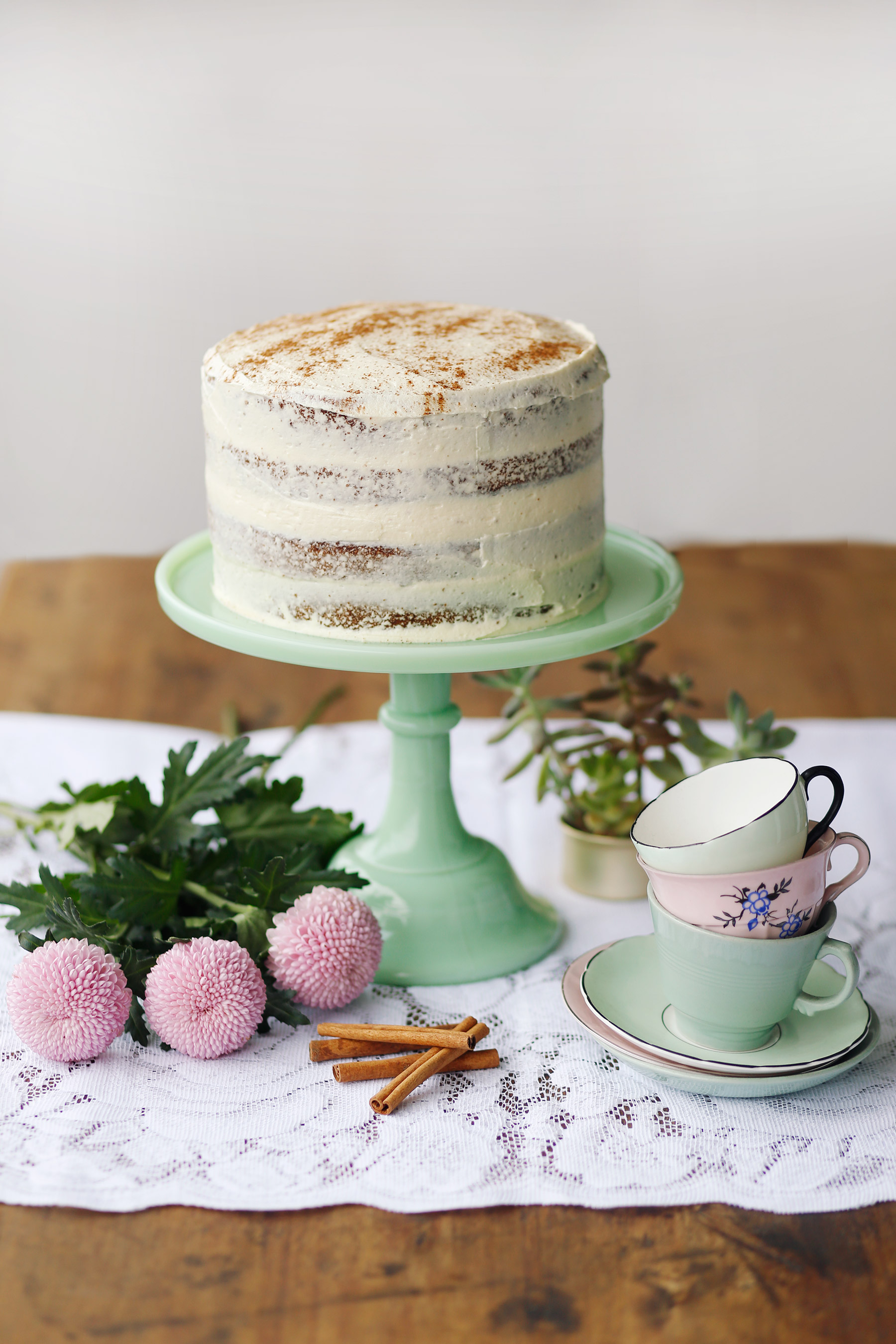 naked-cinammon-cake-with-milktart-buttercream-web
