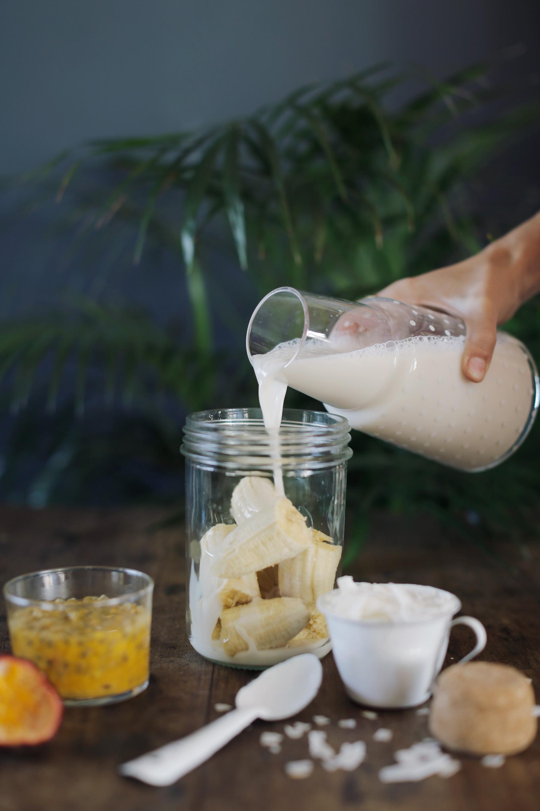 Coconut-Granadilla-and-Banana-smoothie-6