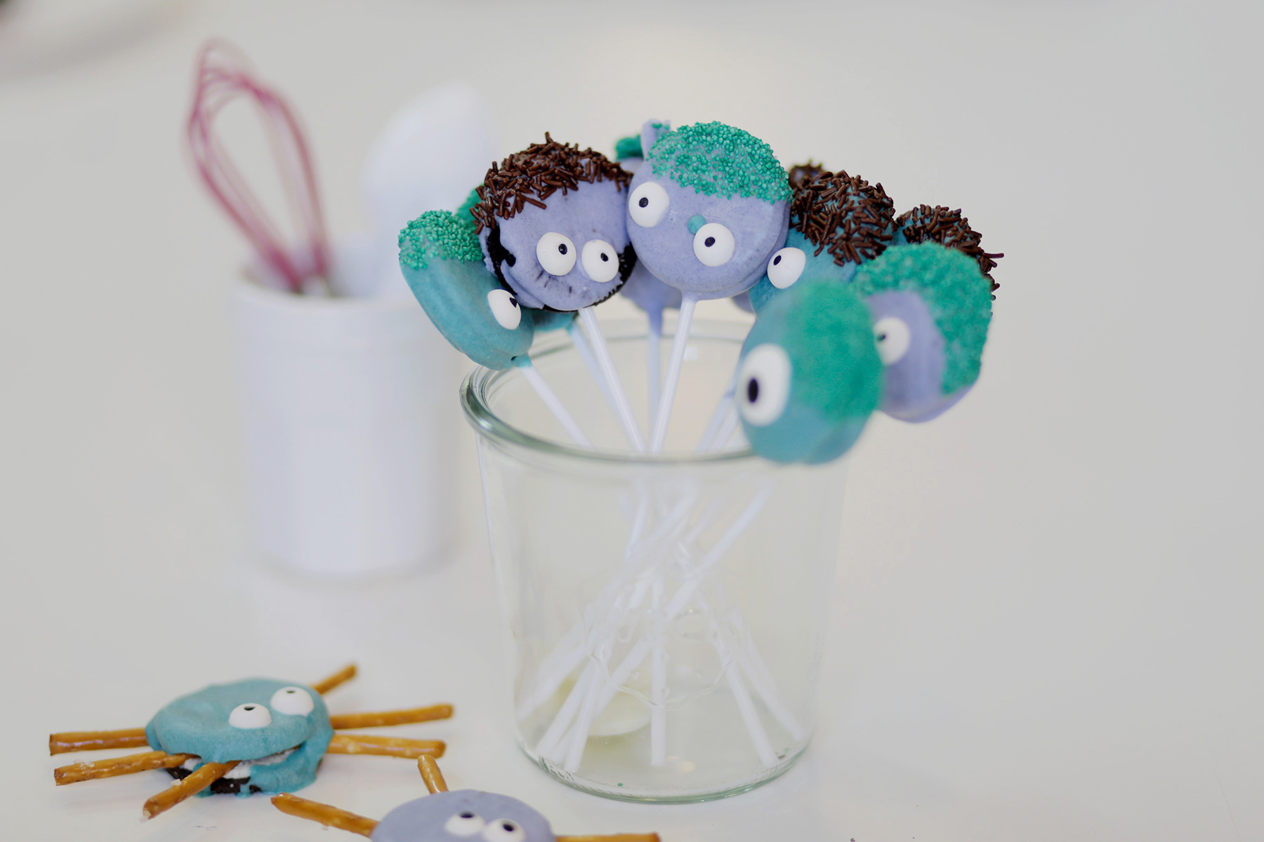 Oreo-Monster-Pops-Halloween-Treats-2