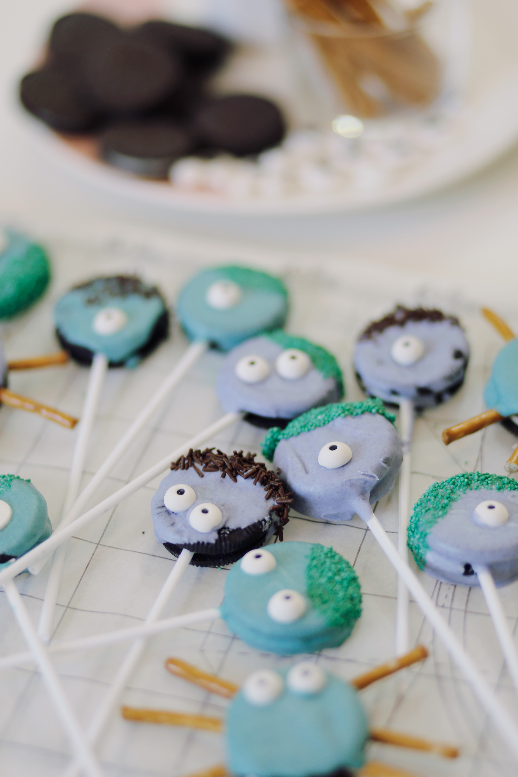 Oreo-Monster-Pops-Halloween-Treats-4