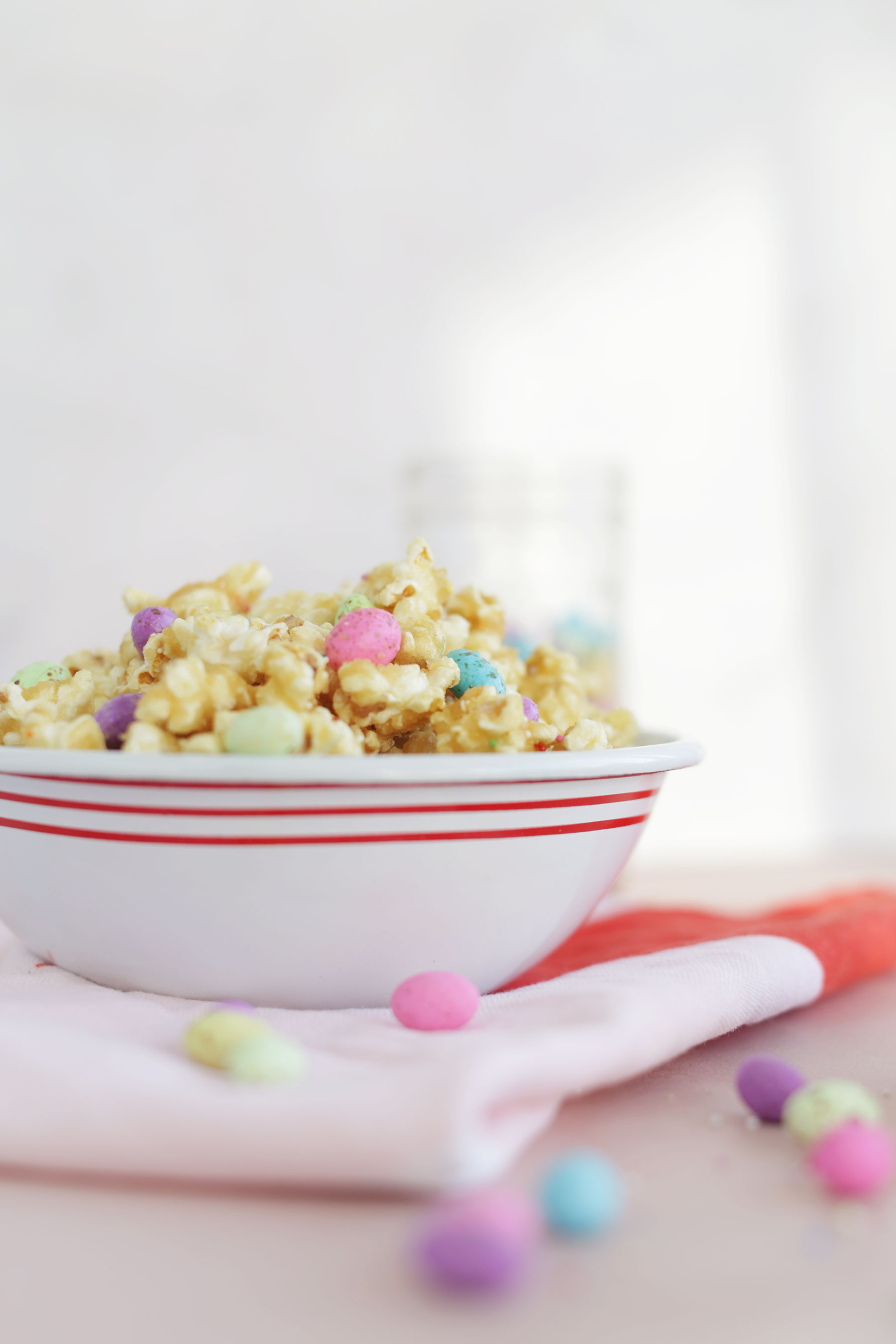 Caramel-Popcorn-with-speckled-eggs-and-sprinkles-10