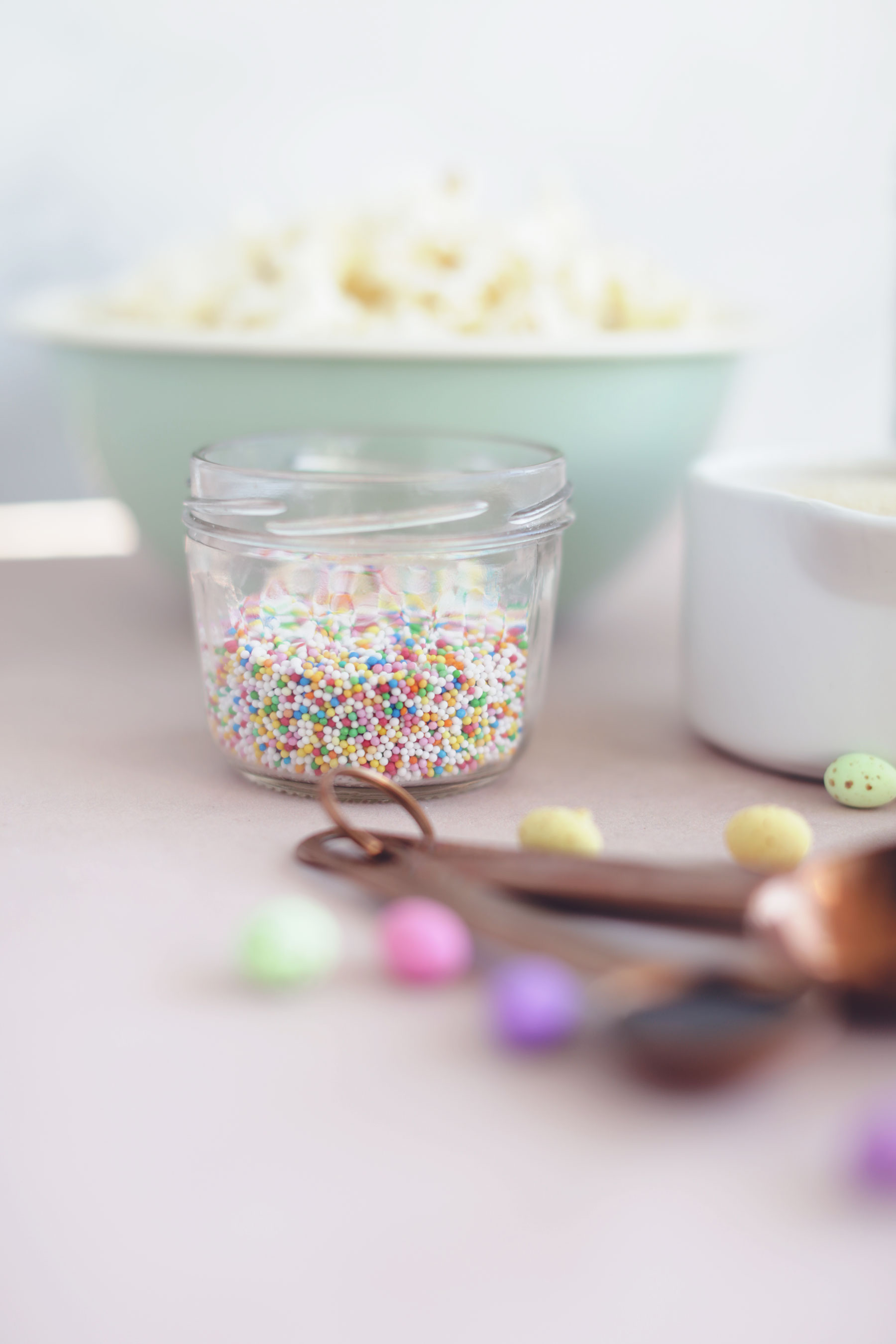Caramel-Popcorn-with-speckled-eggs-and-sprinkles-3