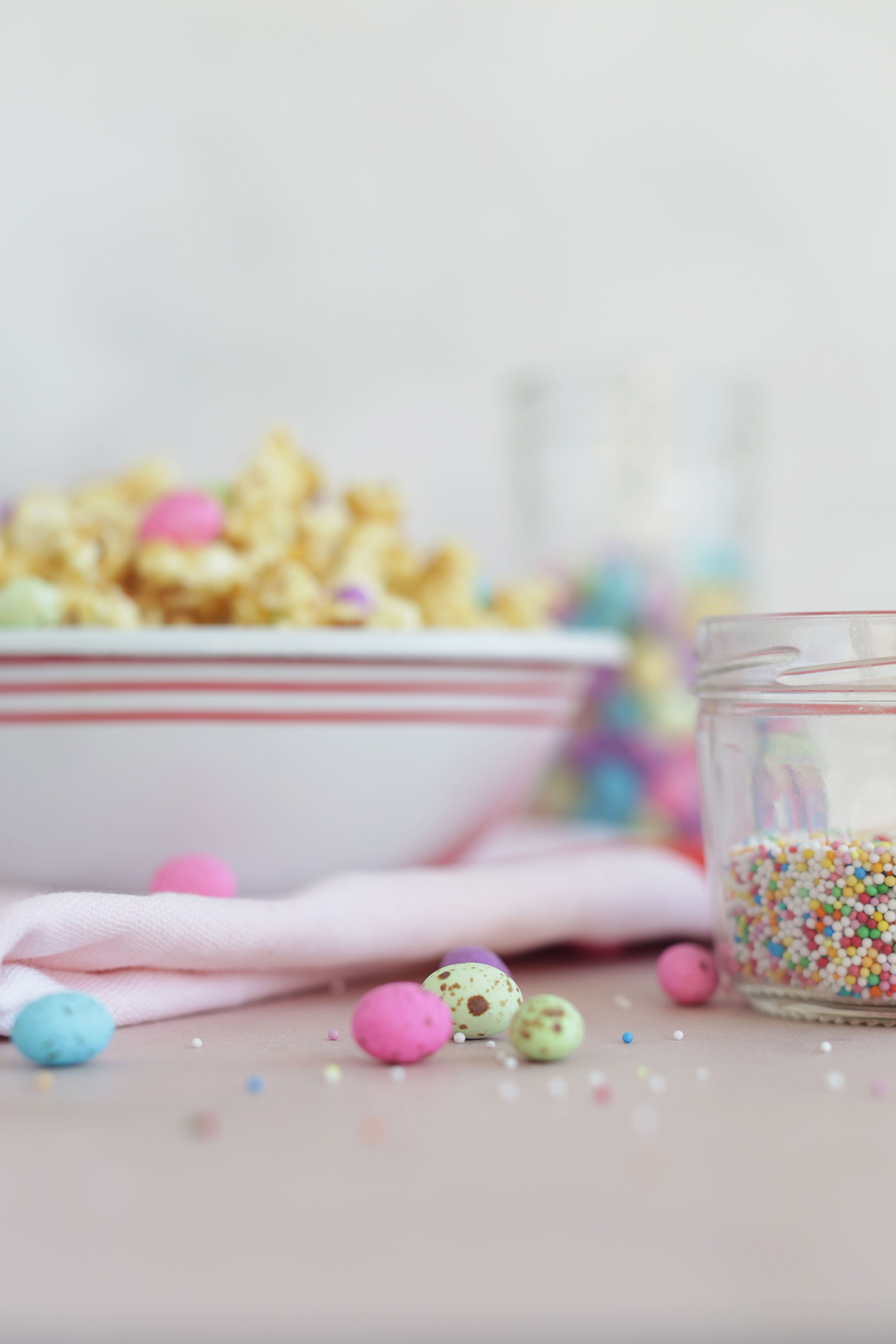 Caramel-Popcorn-with-speckled-eggs-and-sprinkles-5