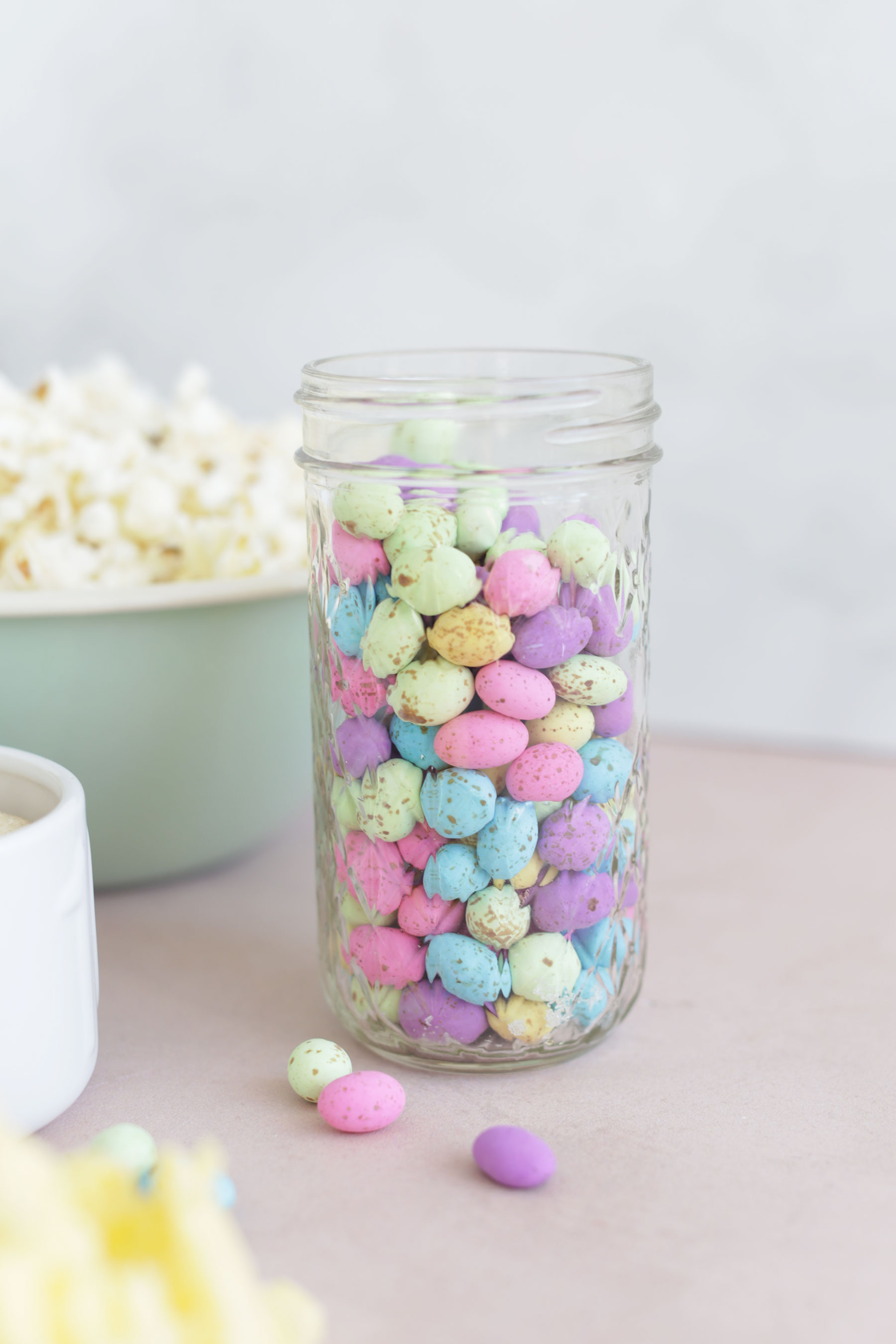 Caramel-Popcorn-with-speckled-eggs-and-sprinkles-6