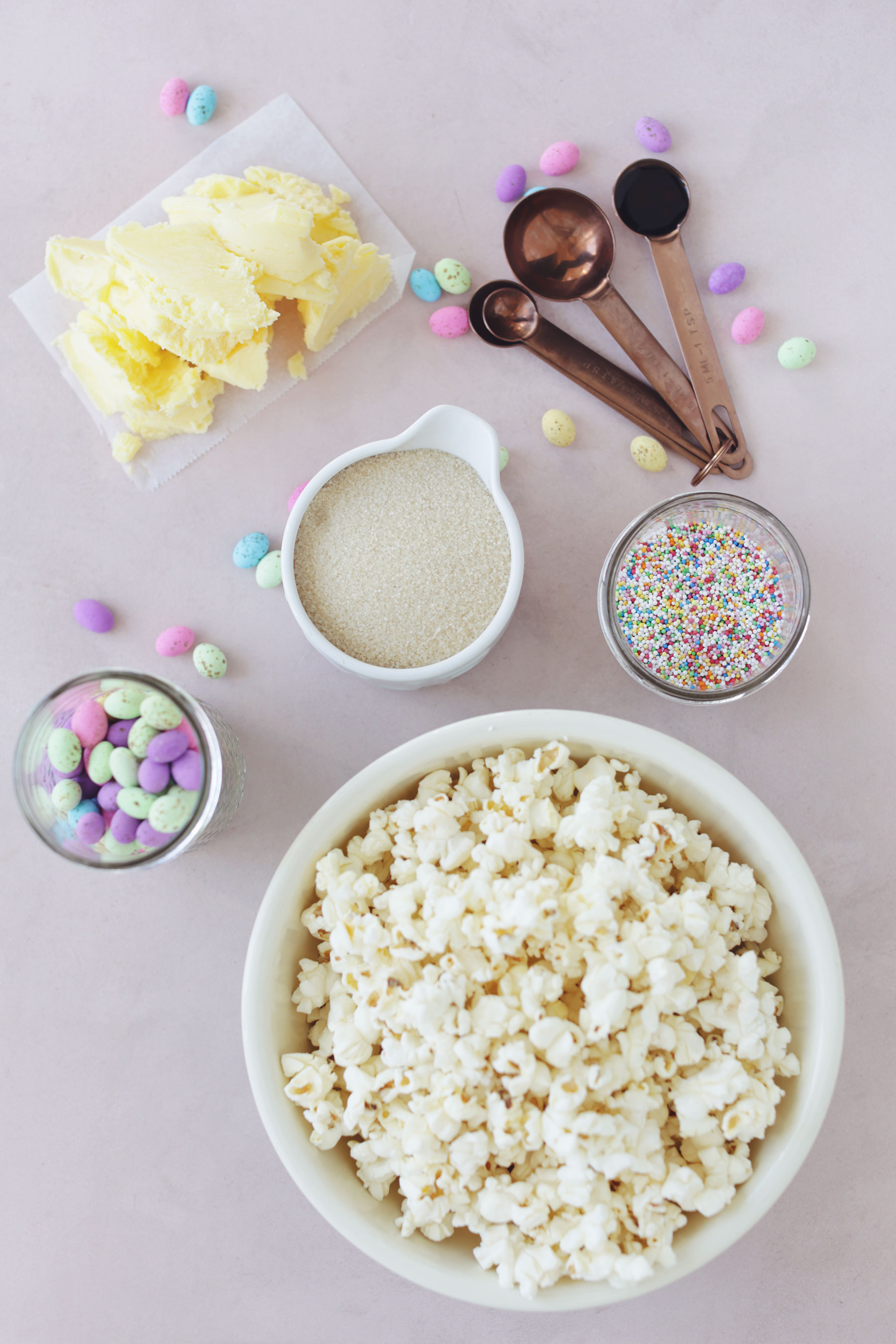 Caramel-Popcorn-with-speckled-eggs-and-sprinkles-7