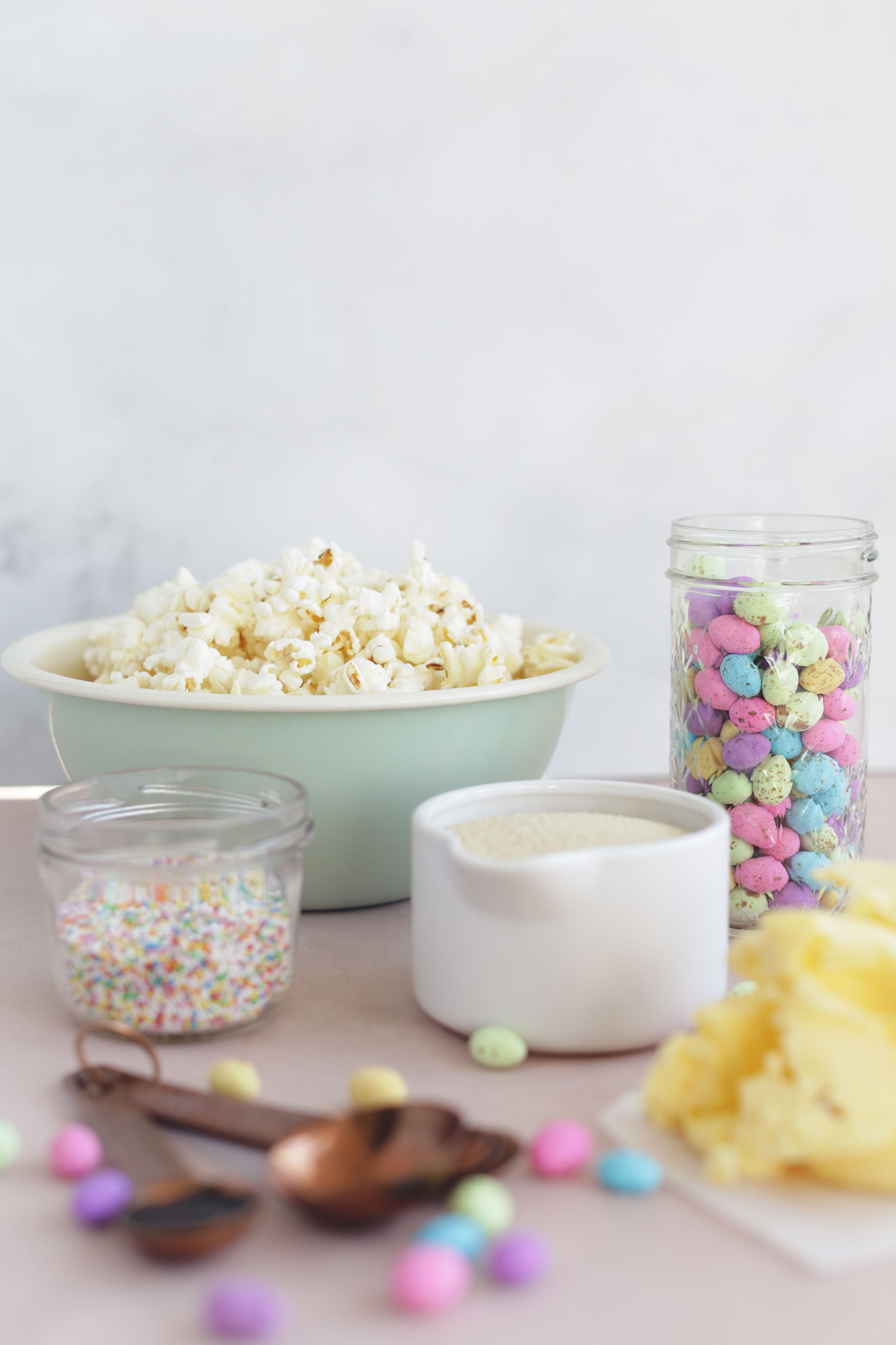 Caramel-Popcorn-with-speckled-eggs-and-sprinkles-9
