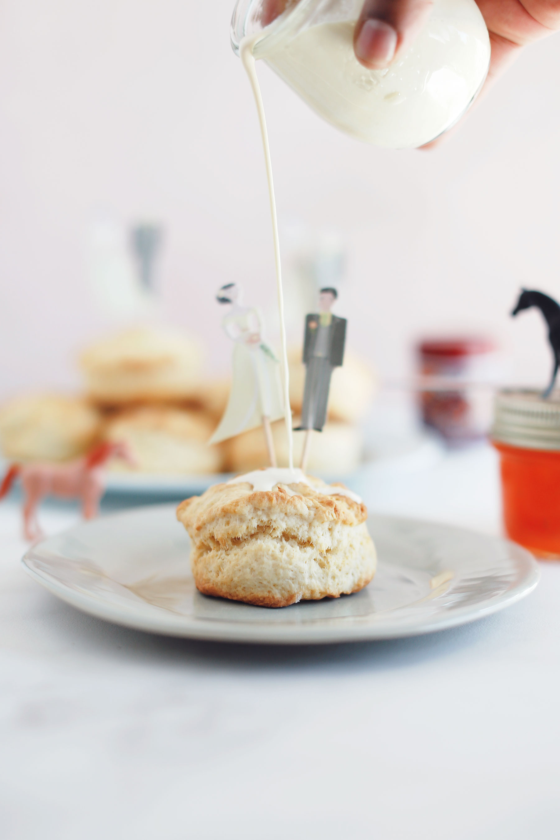 Scones-with-vanilla-pouring-cream-and-apricot-jam-1