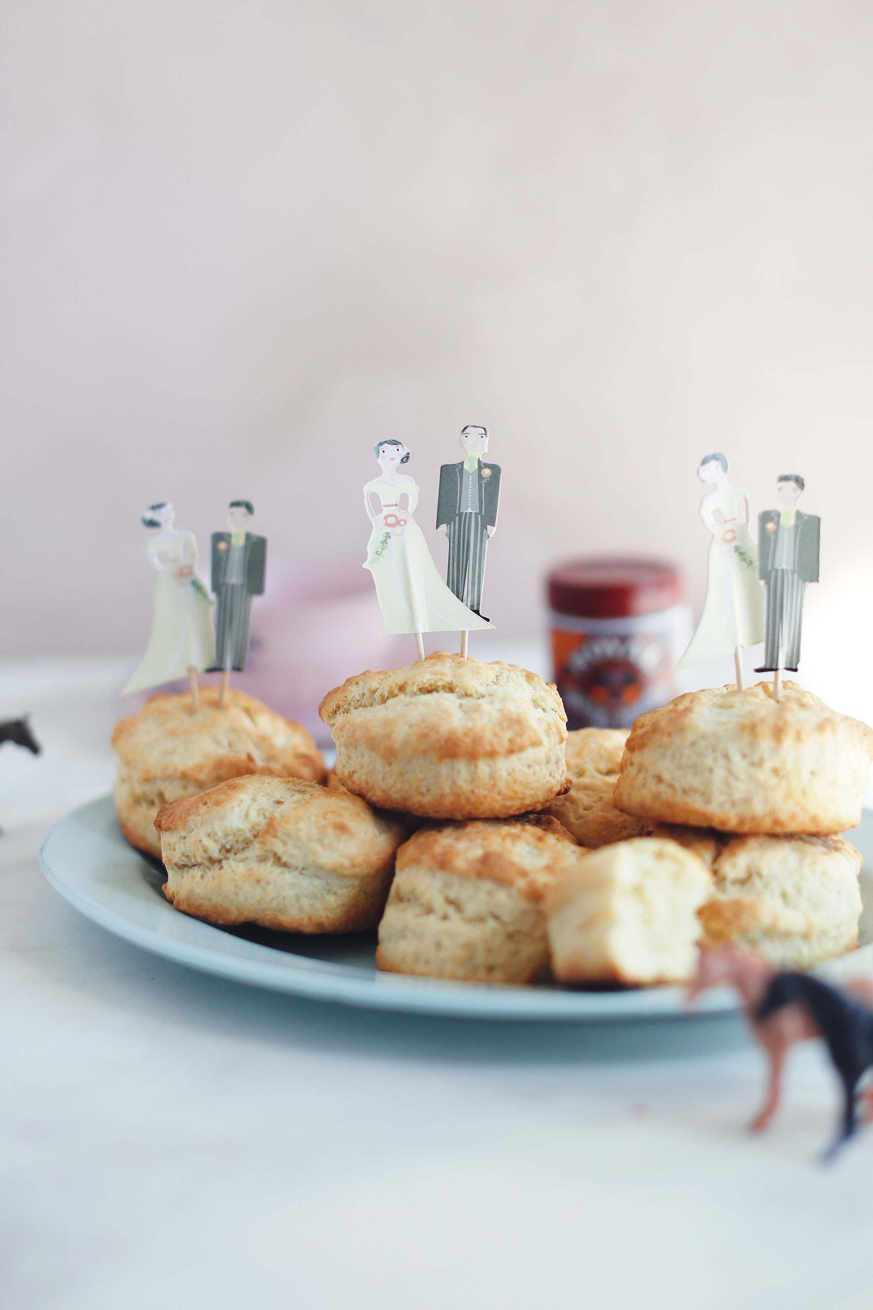 Scones-with-vanilla-pouring-cream-and-apricot-jam-3