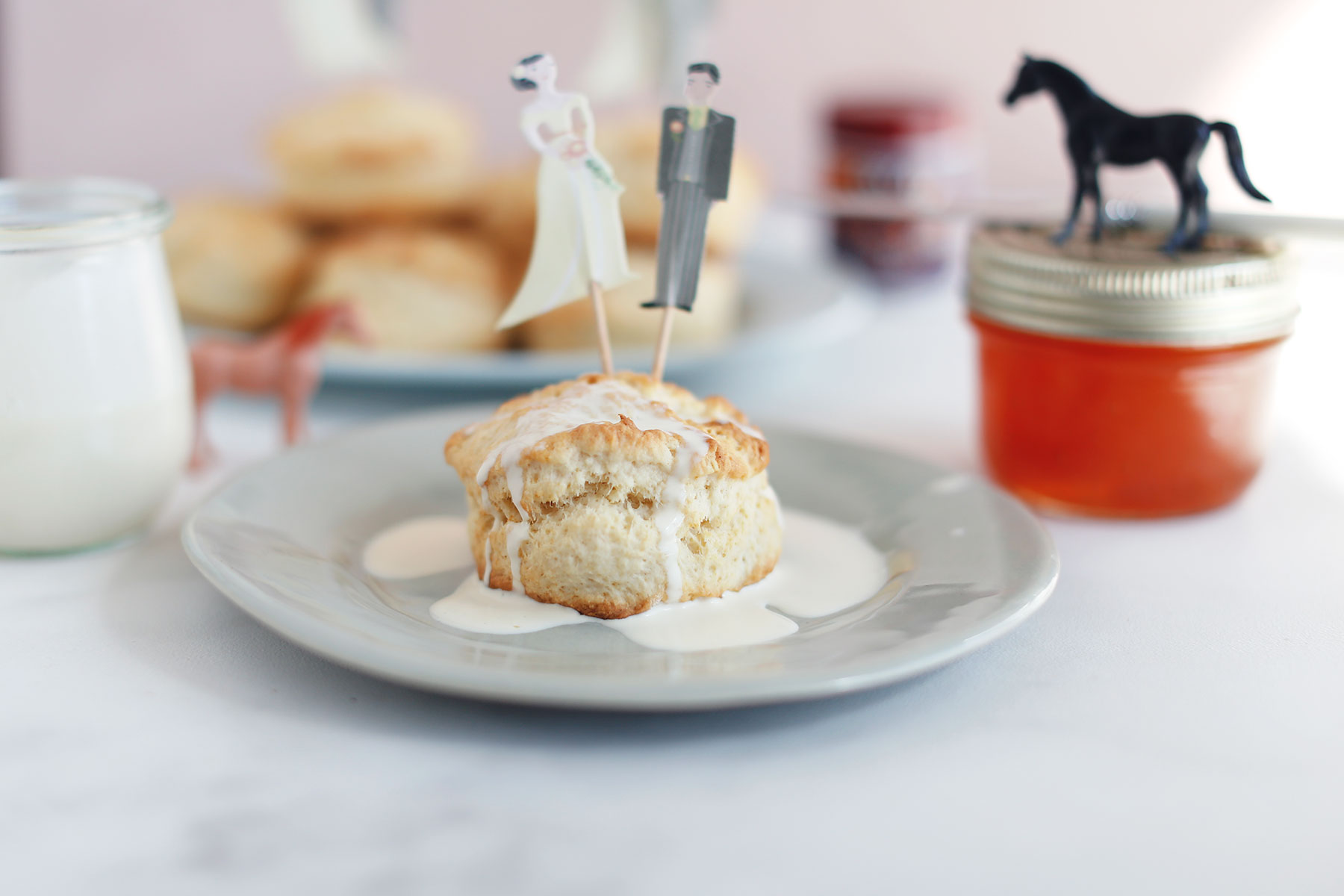 Scones-with-vanilla-pouring-cream-and-apricot-jam-4