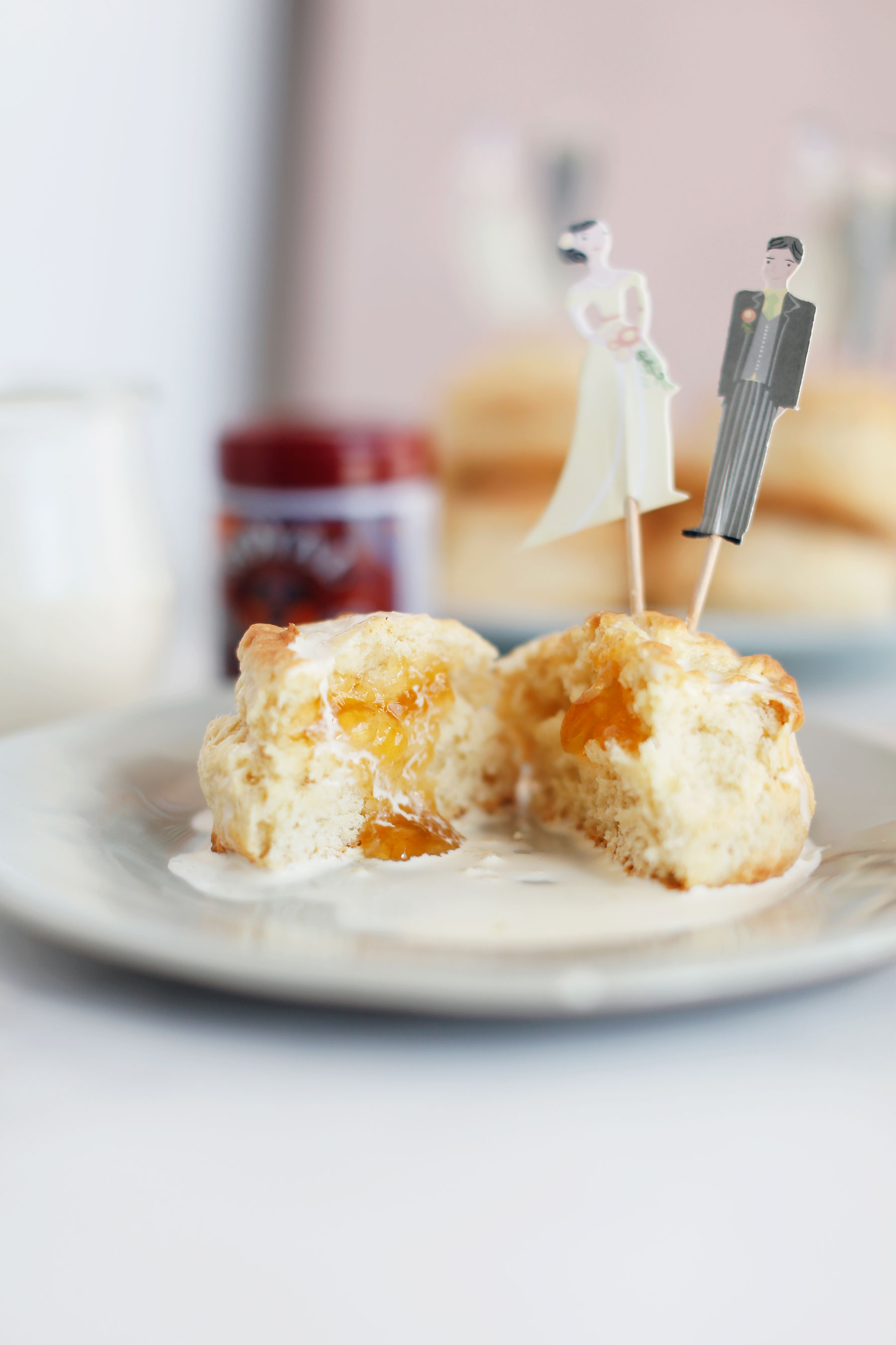 Scones-with-vanilla-pouring-cream-and-apricot-jam-6