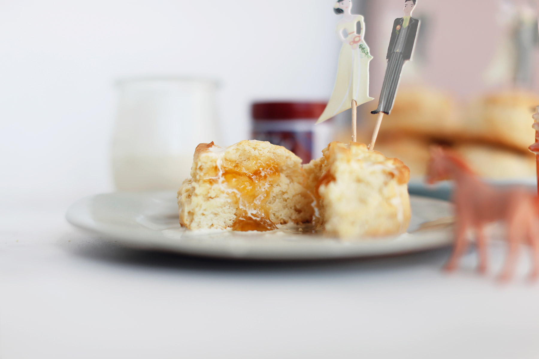 Scones-with-vanilla-pouring-cream-and-apricot-jam-7