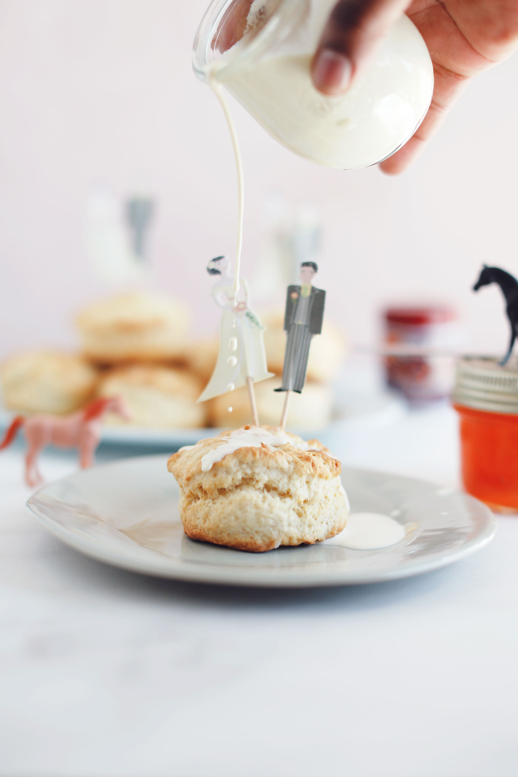 Scones-with-vanilla-pouring-cream-and-apricot-jam