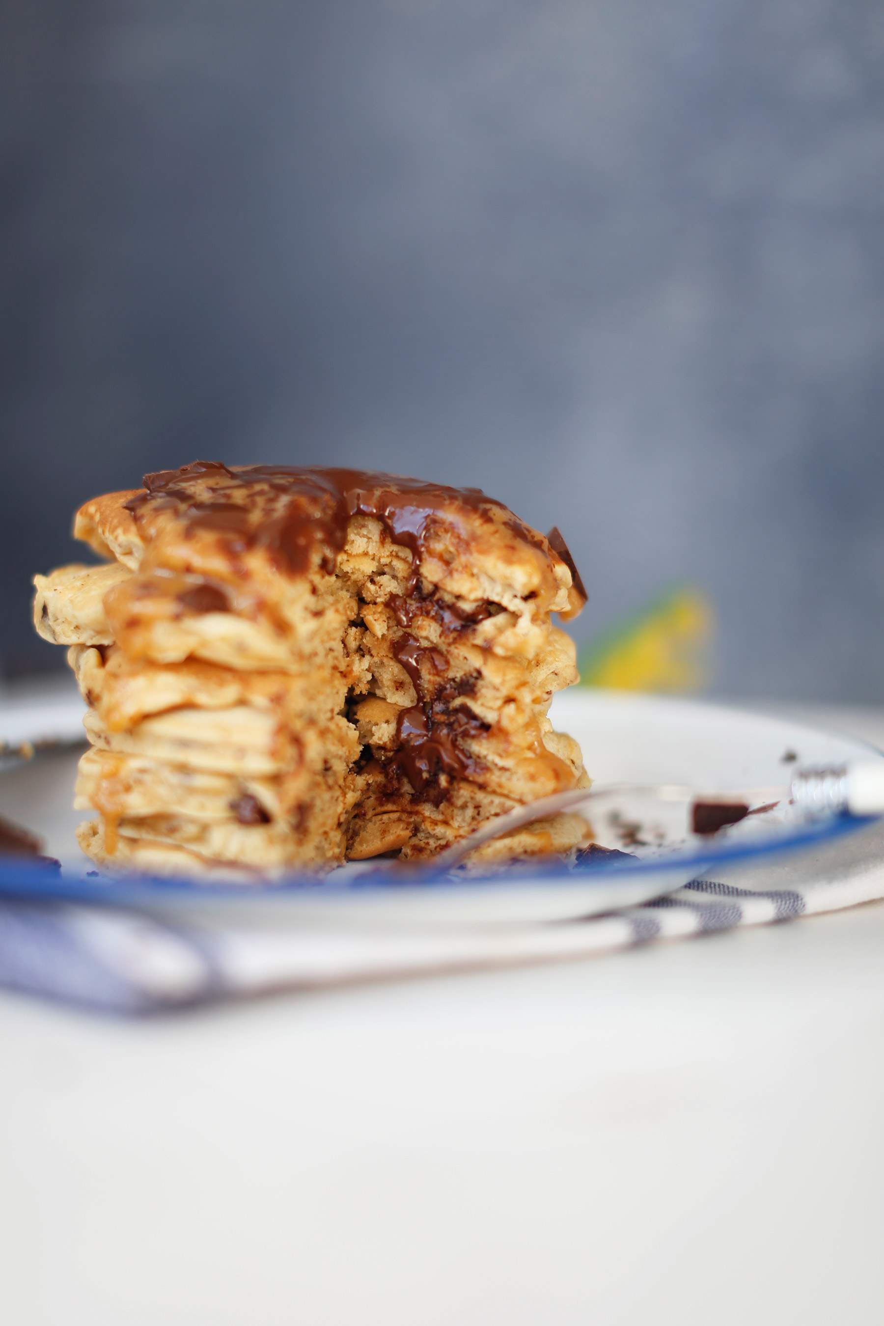 PEANUT-BUTTER-AND-CHOCOLATE-PANCAKE2