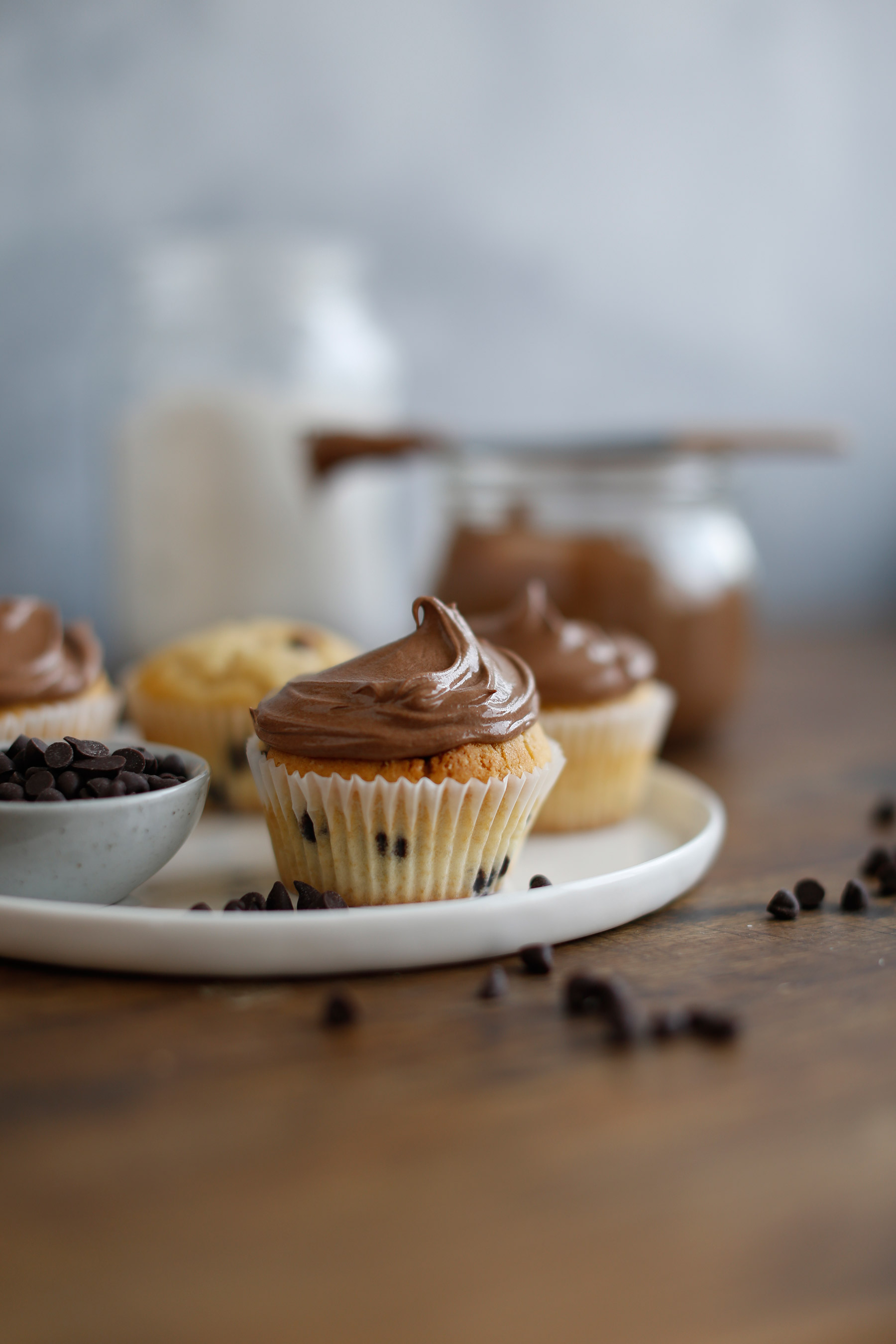 Dark-Chocolate-and-Vanilla-Cupcakes-with-Milk-Chocolate-Icing-1